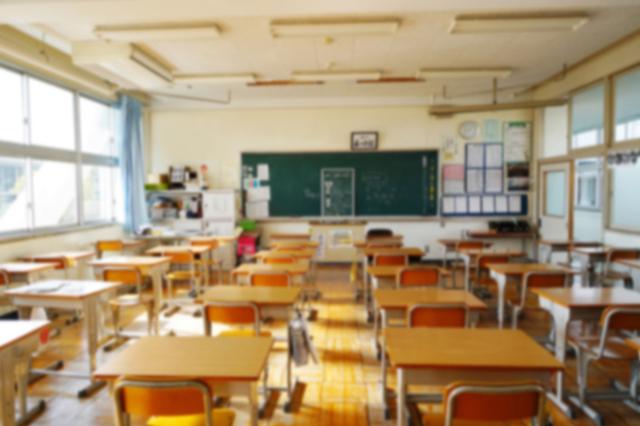 小学校 授業参観 保護者 ファッション 画像